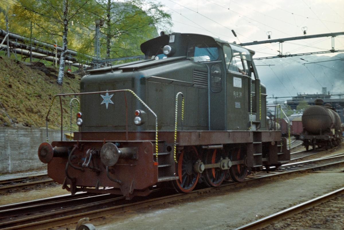 Rjukanbanens dieseldrevne skiftelokomotiv nr. 21 på Rjukan stasjon.