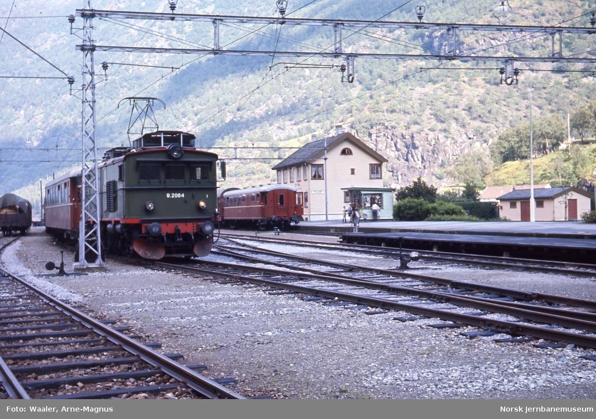 Flåm stasjon med El 9 2064
