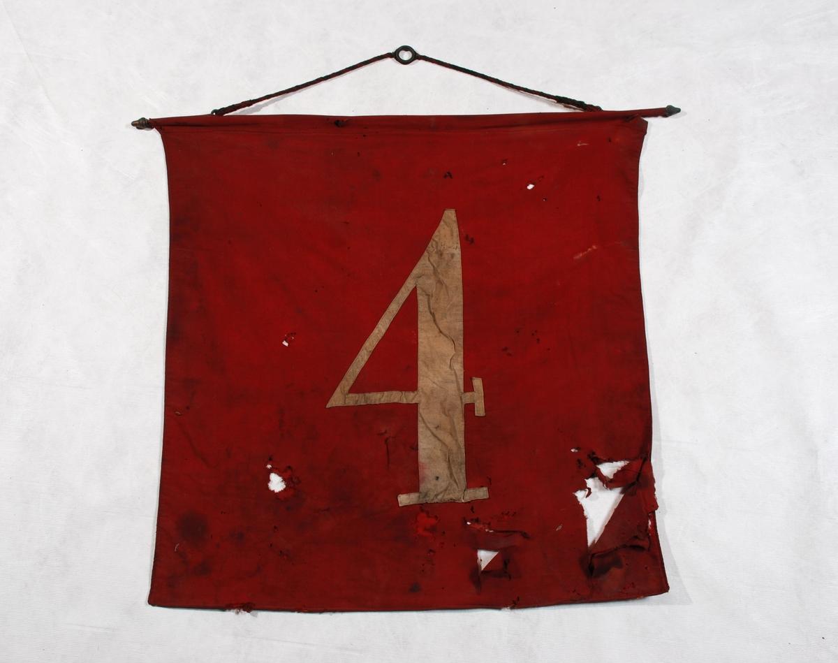4-tall sydd på på begge sider