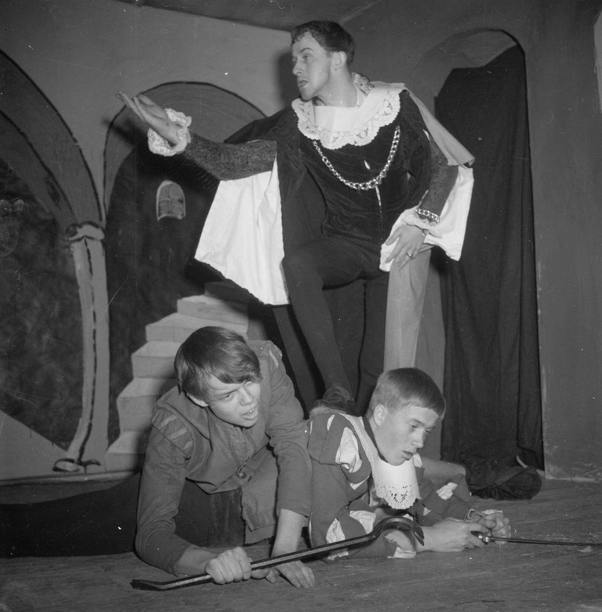 Stockholms nation, spex om Hamlet, Uppsala, mars 1954