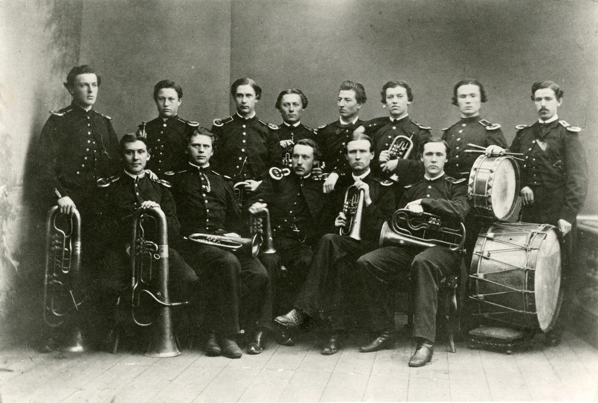 Krigsskolans musikkår, Axvalla 1865. För namn, se bild nr. 2.