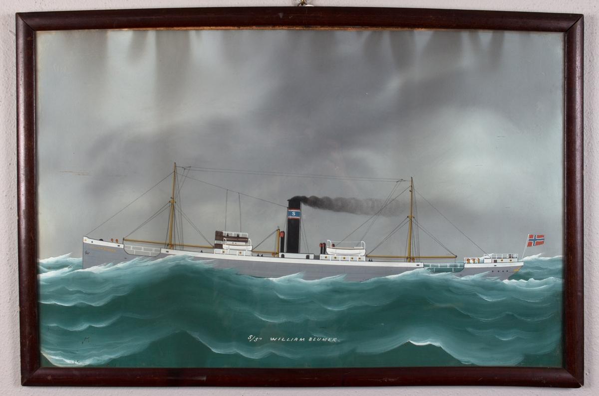 Skipsportrett av DS WILLIAM BLUMER. Skorsteinsmerket til C. H. Sørensen. Norsk flagg i akter.