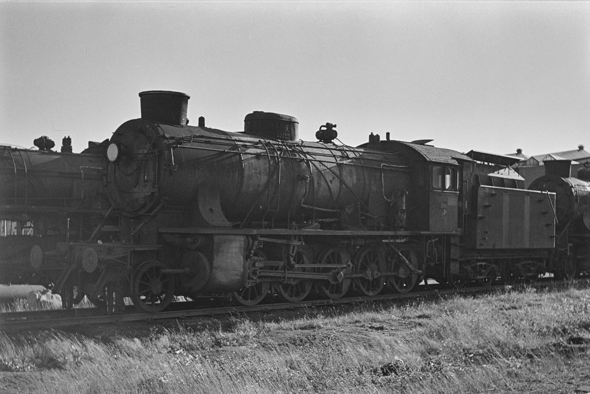 Damplokomotiv type 39a nr. 308 hensatt for opphugging på NSBs verksted på Grorud.