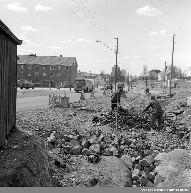 Trondheimsveien: Utbedringer fra Bjerkebanen og nordover. Mai 1960