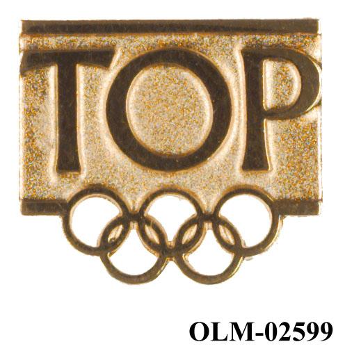 Gullmerke for TOP (The Olympic Partners) med de olympiske ringer utstanset nederst.