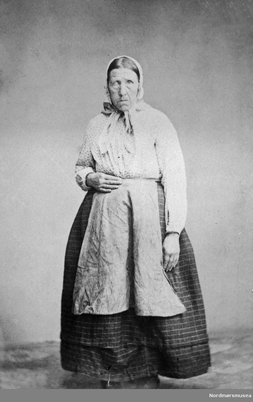 Tobakks-Marja, byoriginal i Kristiansund på slutten av 1800-tallet. Tjener hos Johan P. Clausen; fjøsjente og brannvakt for fjøs, stall og låve. Når hun hadde fri, satt hun i sjøtrappa og fisket. Hun brukte tobakk, både skrå og pipe. Sov i fjøset. Men hun var kunstmaler... Se K Hist V:585. Nordmøre museums fotosamling.