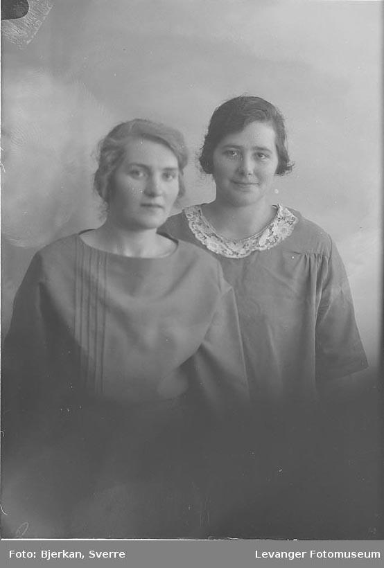 Portrett, trolig av to søstre. En av dem heter Klara Johansen