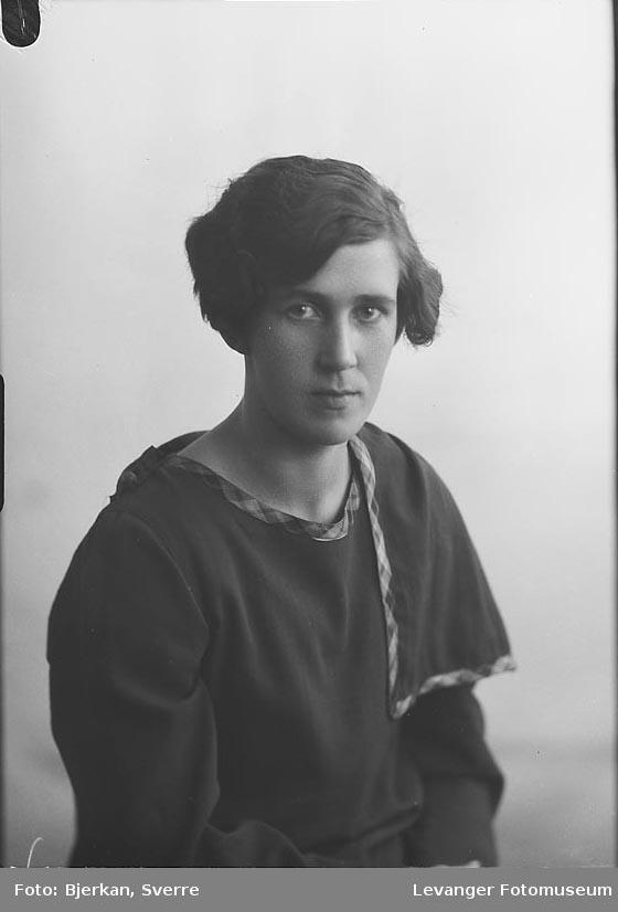 Portrett av Agnes Andersen