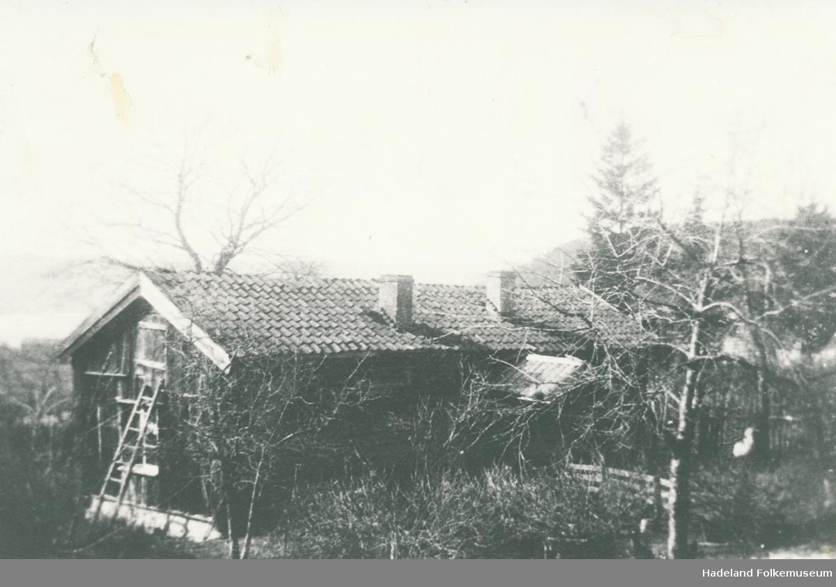 Ei gammel stue. Husmannsplass under Øvre Bratvold.