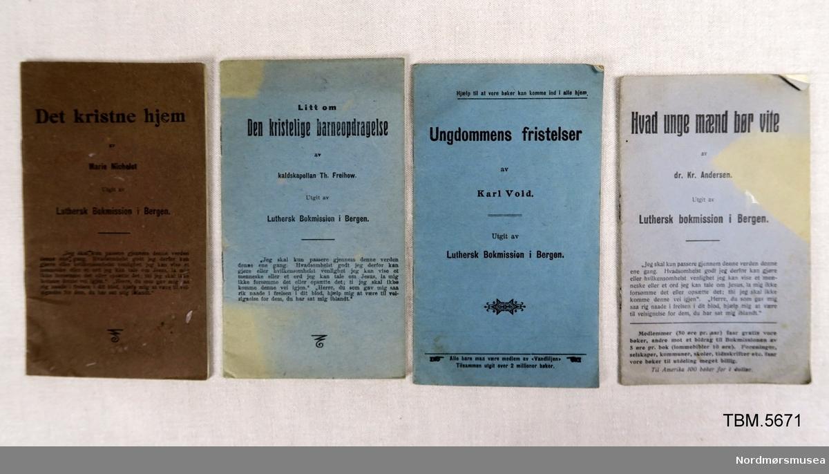 Fire hefte med oppbyggelig litteratur