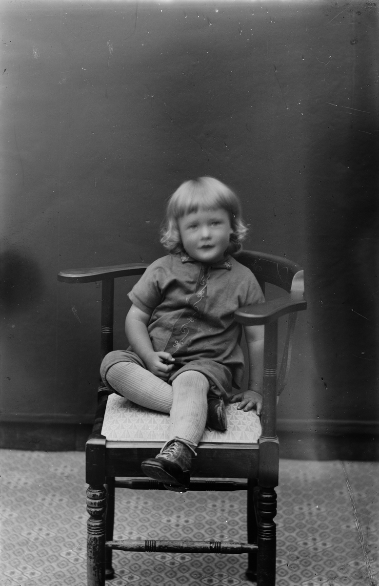Ateljéporträtt - litet barn, Alunda, Uppland