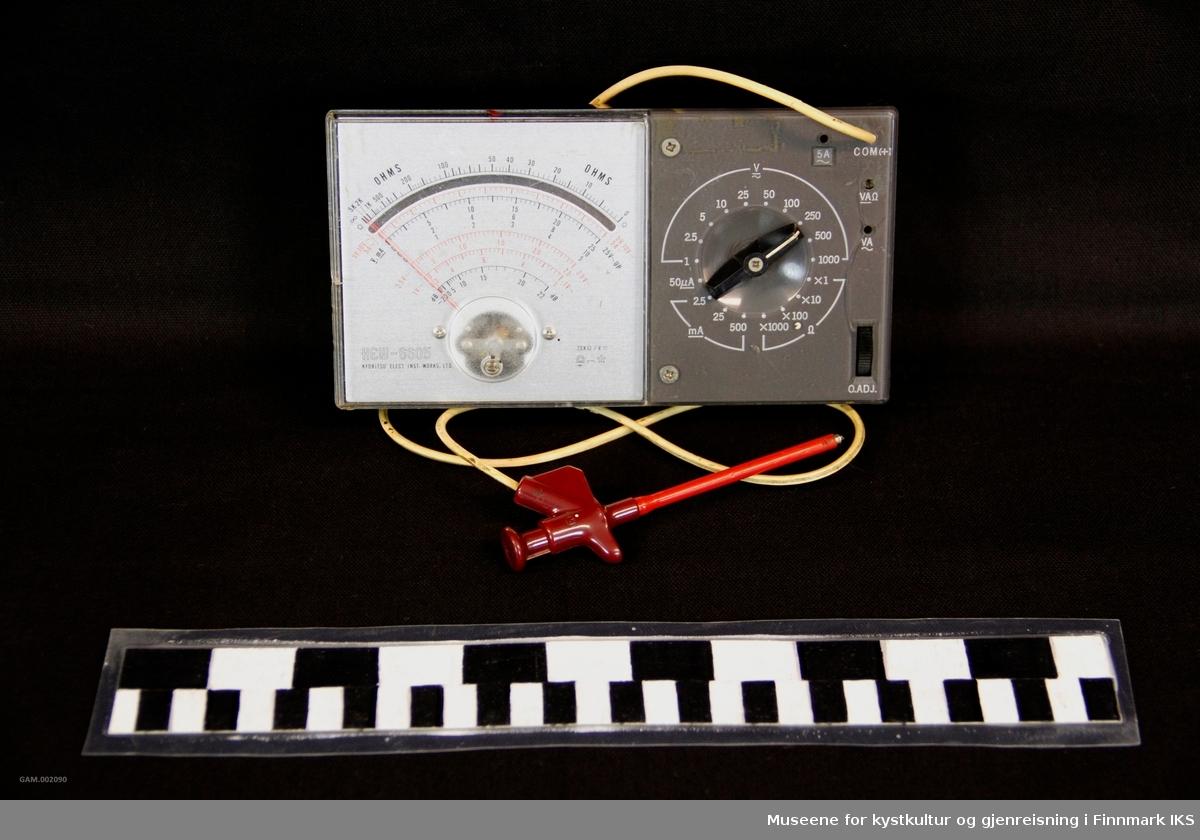 Ohms-meter har et ledning som festes til for eksample til ei motstand.