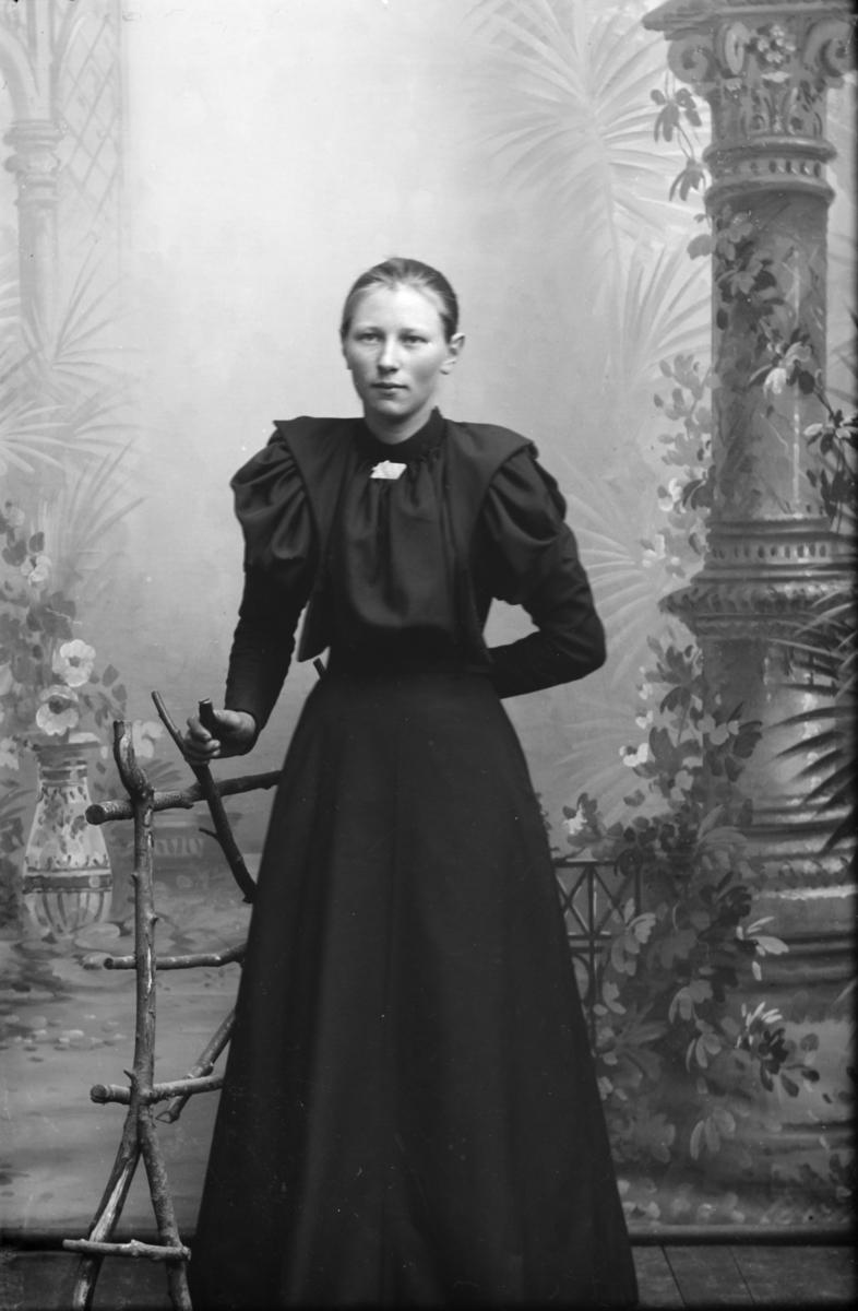 Portrett av Anna Johansdatter Skinne, f. 1879 i Nord-Fron