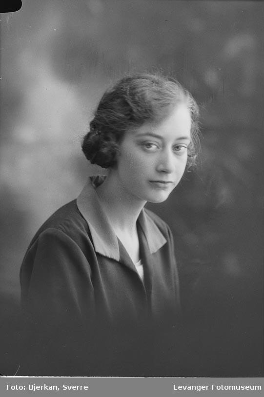 Portrett av Alfhild Stamnes