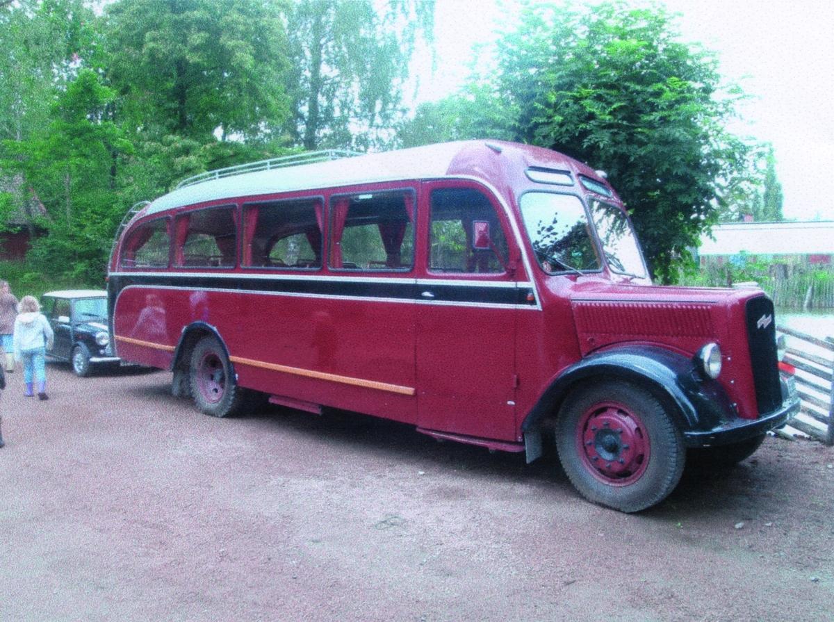 I 1957 kjøpte JVB opp Fagernes Bilselskap av Anton Sørumshaugen. Opel Blitz med reg.nr.E-15526 mod. 1940 og med Axelsen Karosseri var den ene Opelen som selskapet tok over.