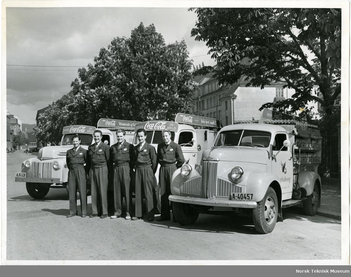 Sjåfører utenfor Jarlsberg/Coca Cola varebilene