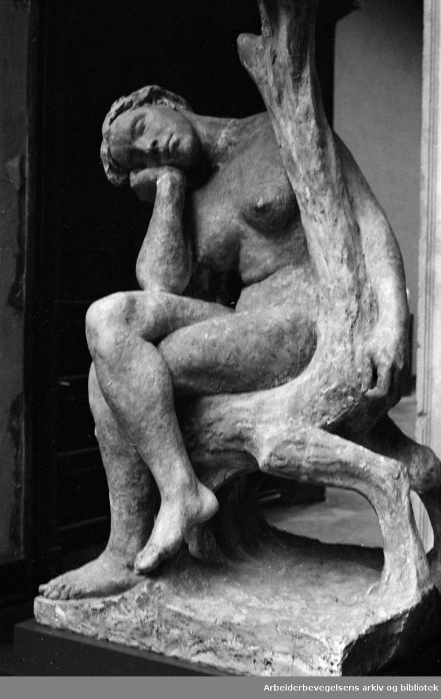 "Vigelandsmuseet. ""Sittende kvinne"". Juli 1966"