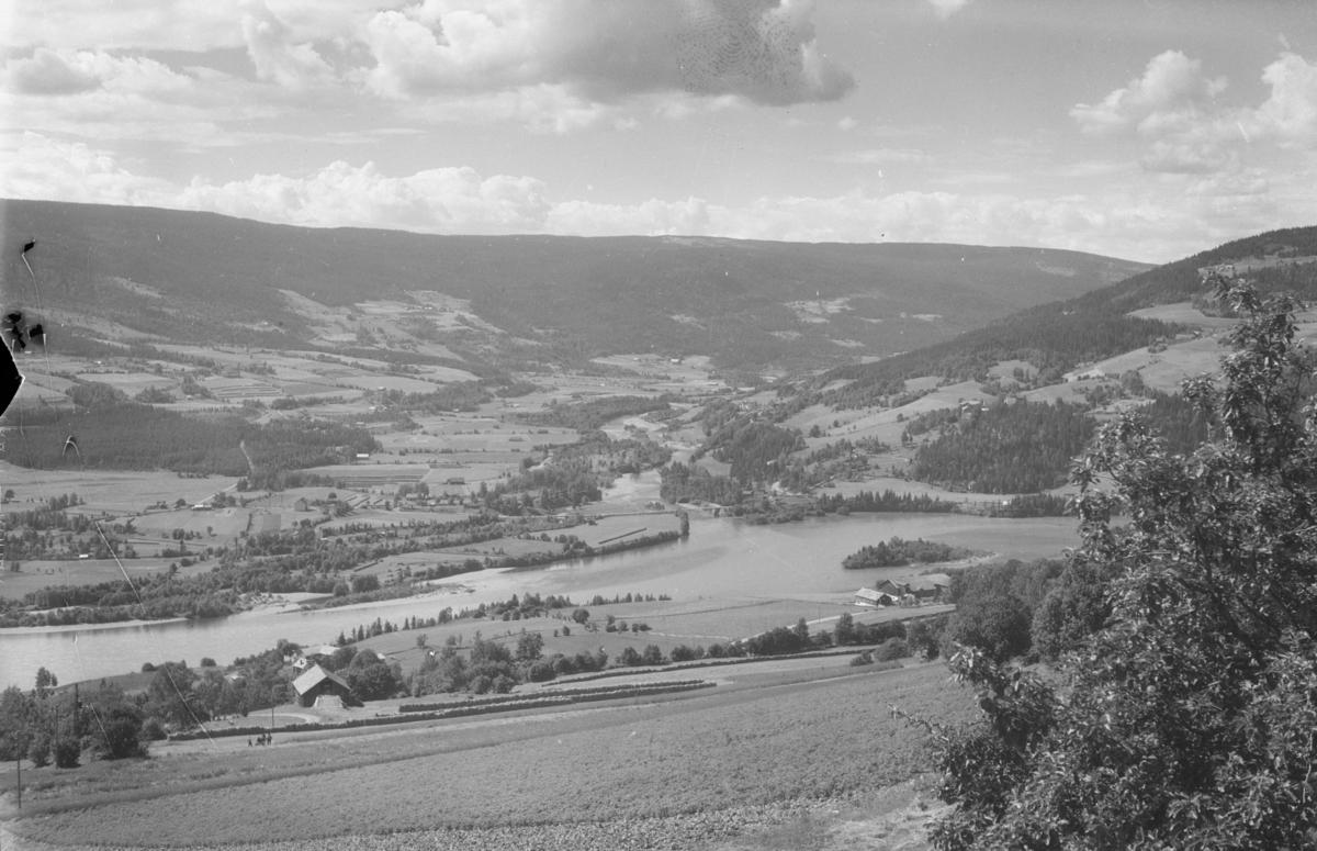 Utsikt fra Balberg sanatorium og hotell mot Jørstadmoen og Gausdal. Utløpet av Gausa.