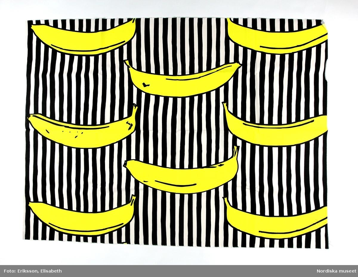 Mönster Gula bananer, ca 50 cm långa bananer tryckta på svart- och vitrandig botten.
