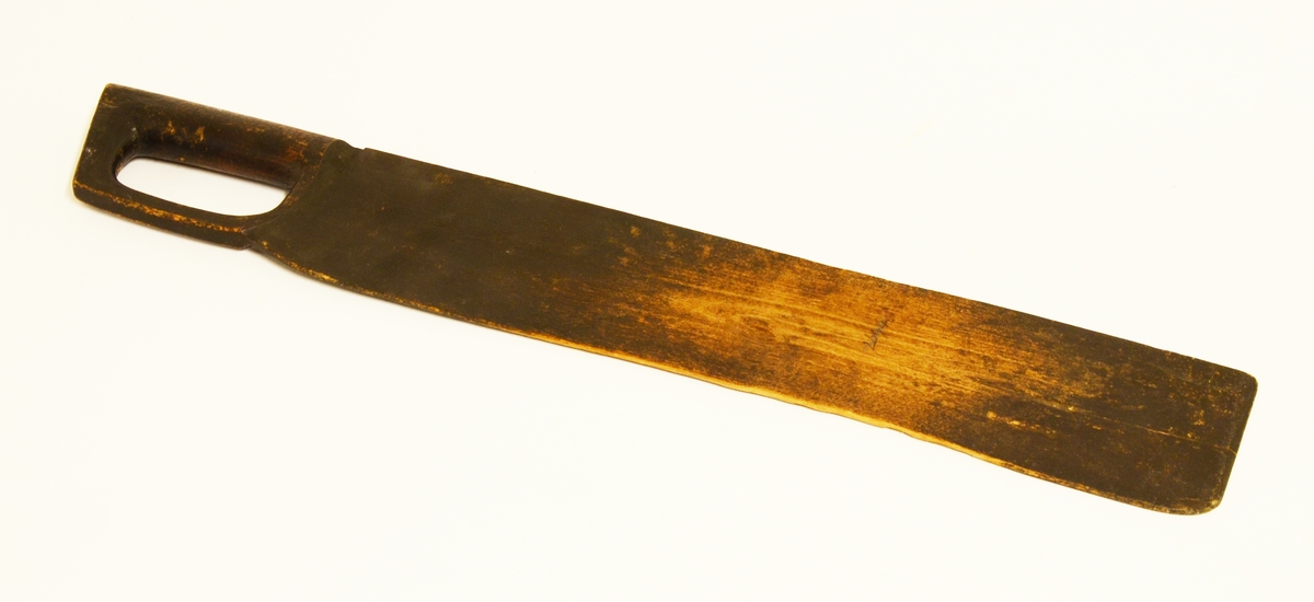 Skäktkniv skuren i ett stycke, svartmålad.
