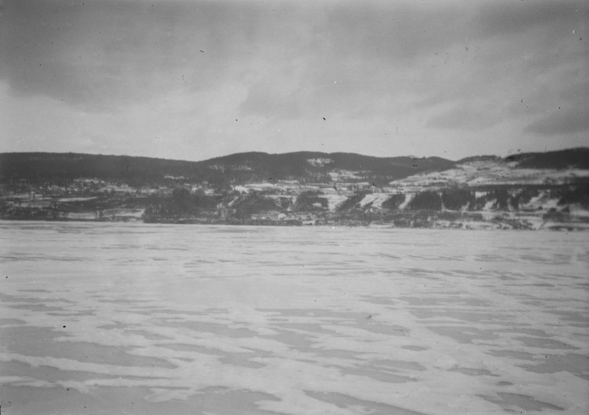 Mjøsisen sett fra Vingnes mot Lillehammer.
