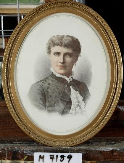 Engelskt tryck efter färggravyr, föreställande operasångerskan Christina Nilsson. 1880-talet.  Christina Nilsson (1843-1921)