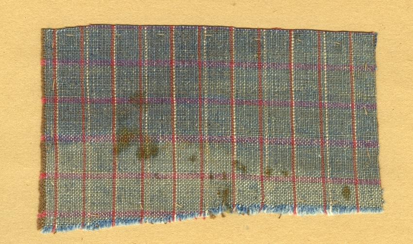 Anmärkningar: Vävnadsprov Olga Anderzons samling. Klänningsrutning, Elsa Nyberg, Sör Salbo Salbohed. Vävprov av bomull i tuskaft, rutigt. Varpen är  randad i turkost och rödbrunt. Inslaget är randat i rödbrunt och rosa. L. 650 600 650 600 Br. 1090 680 720 1030
