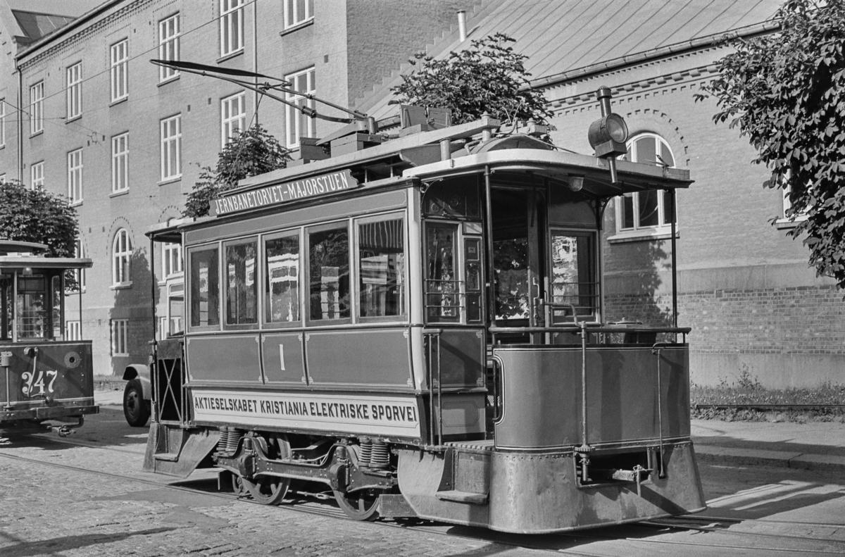 Oslo Sporveiers første elektriske sporvogn, vogn 1 på Majorstuen.
