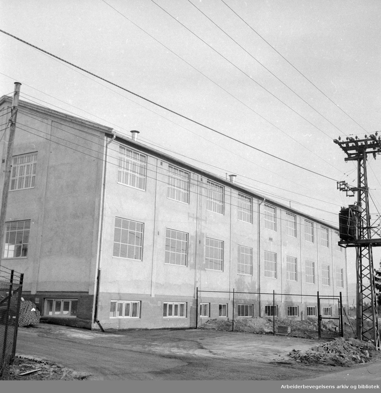 Løren: Lorilleux Trykkfargefabrikk. Desember 1956