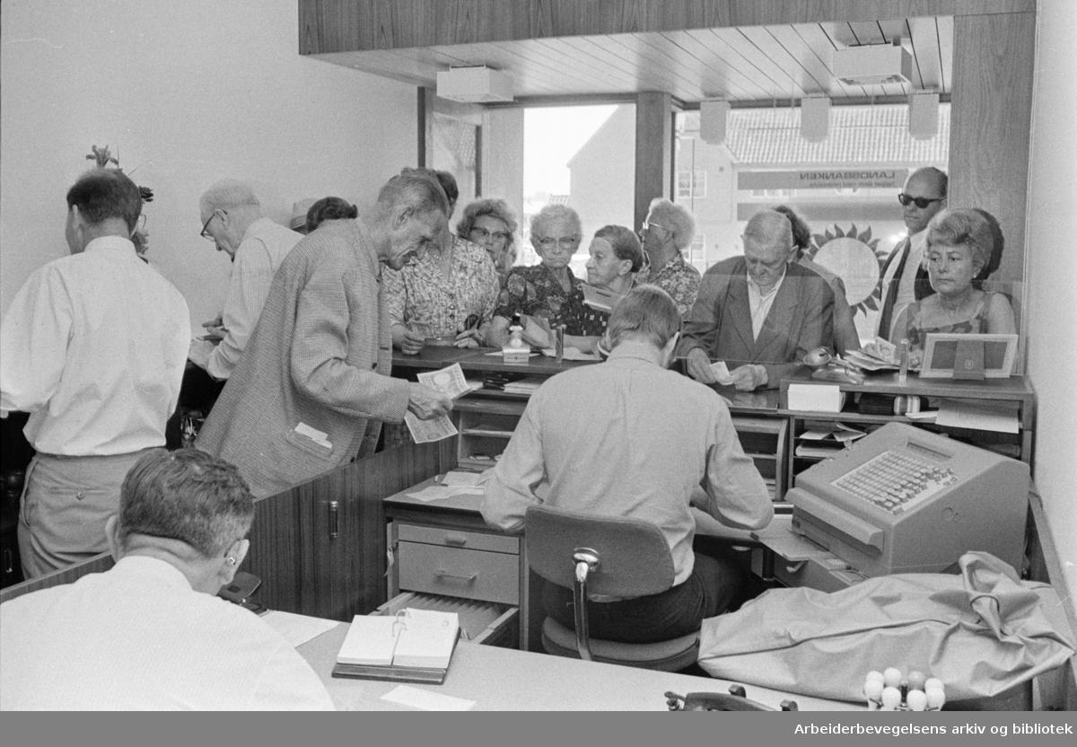 Landsbanken. Filialen på Valle Hovin åpnet. Juni 1970