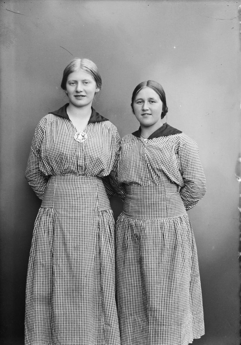 Portrett av to ukjente jenter