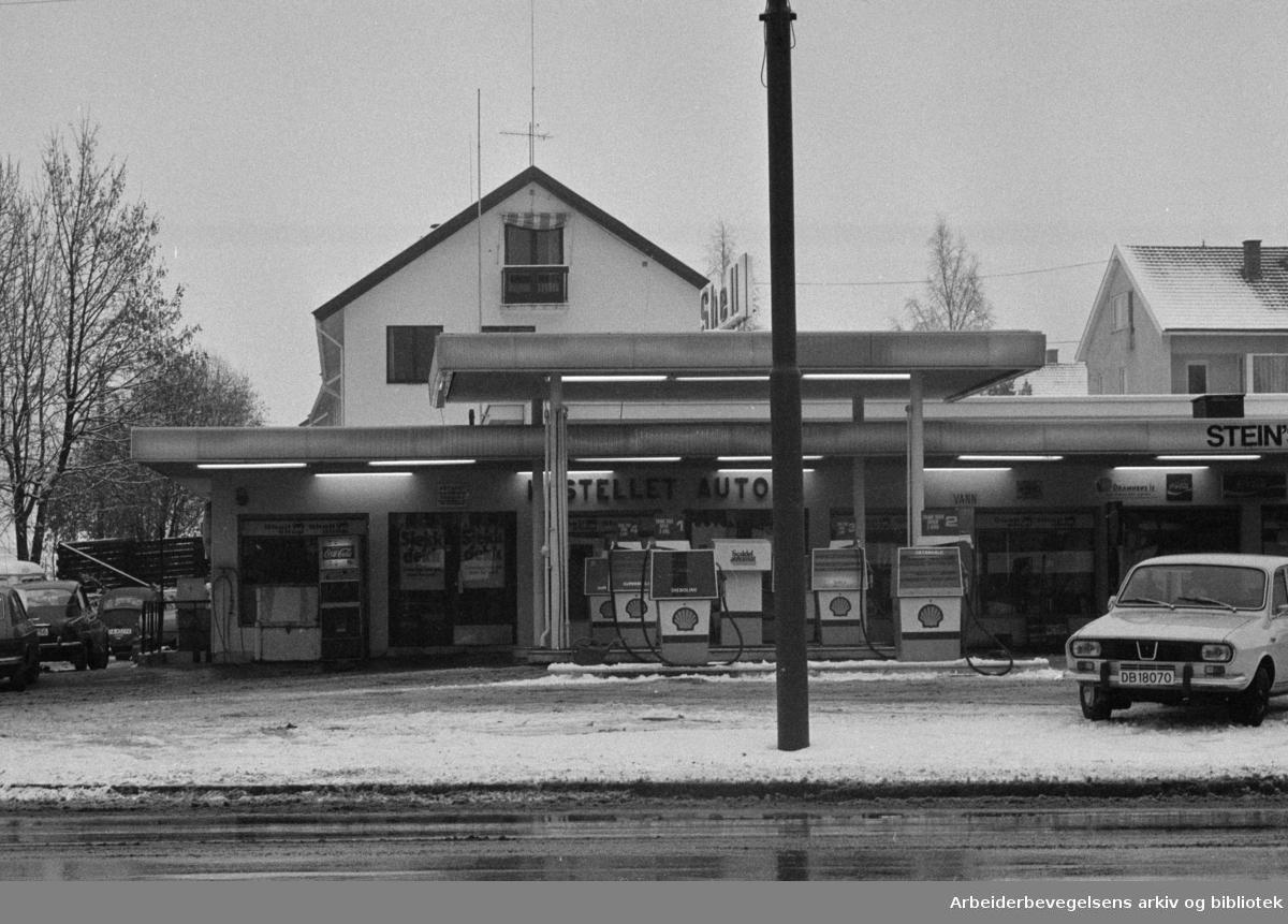 Kastellet. Ny bensinstasjon. Gatekjøkkenet. November 1974