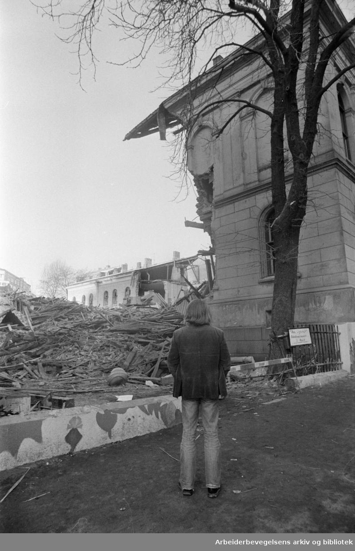 Hammersborg skole. Riving av Hammersborg skole..November 1976