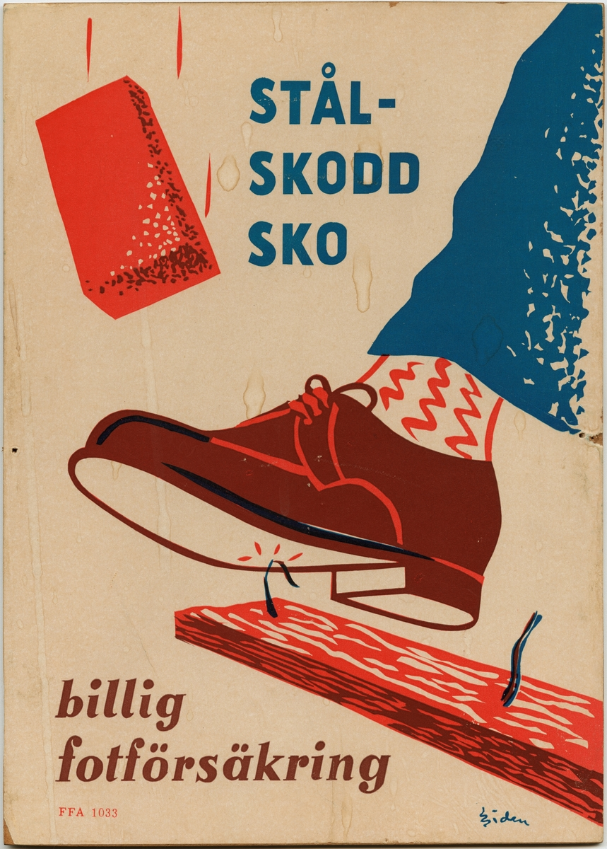 """Påbudsskylt som består av en pappskiva monterad på en träfiberplatta.  Skyltens motiv är ett ben med blå byxor, röd- och vitfärgade strumpor och en brun sko som kommer in från höger sida. Skon kliver på en en rödfärgad bräda med två spikar i. Den ena spiken är böjd och har hamnat rakt under skon. Ovanför skon finns en rödfärgad tegelsten som faller ned mot skon. Påbudsskyltens bakgrund är beigefärgad.   Högst upp i mitten på varningsskylten finns texten: """"STÅL- SKODD SKO"""", tryckt i blått. Längst ned i vänster hörn finns texten: """"billig fotförsäkring"""", tryckt i brunt. Strax under denna text står: """"FFA 1033"""", tryckt i rött. Längst ned i höger hörn finns: """"Siden"""", signerat.   Historik: Sven Sidén (1911-1963) var en svensk tecknare som föddes i Skönsmon, i Västernorrlands län. Sidén illustrerade bland annat skyltar och kursböcker för Föreningen för arbetarskydd (FFA).  Utöver sina klassiska figurer och gubbar var Sven Sidén känd som en vass politisk satiriker i tidningen """"Morgon-Tidningen"""".  FFA står för Föreningen för arbetarskydd, som idag (2017) kallas Arbetsmiljöforum. Föreningen bildades 1905 av yrkesinspektören Thorvald Fürst tillsammans med framåtsträvande eldsjälar (bland andra prins Eugén). Föreningen för arbetarskydd startades för att främja ett säkert arbetsliv.   Föreningen för arbetarskydd började arbeta med att förhindra olyckor och dödsfall i industrin. Detta gjordes genom spridning av information, utställningar med skyddsutrustning och utgivningen av den egna tidningen. Det första numret av tidningen kom ut 1913, under namnet """"Arbetarskyddet"""".  Föremålet förvärvades när några av EuroMaints lokaler i Gävle skulle tömmas för uthyrning."""