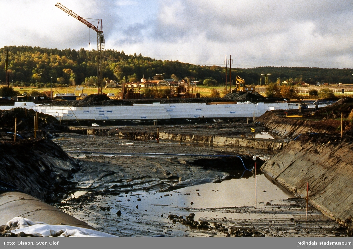 Fässbergsdalen i Mölndal, oktober 1995. Fässbergsmotet byggs. FD 8:33.