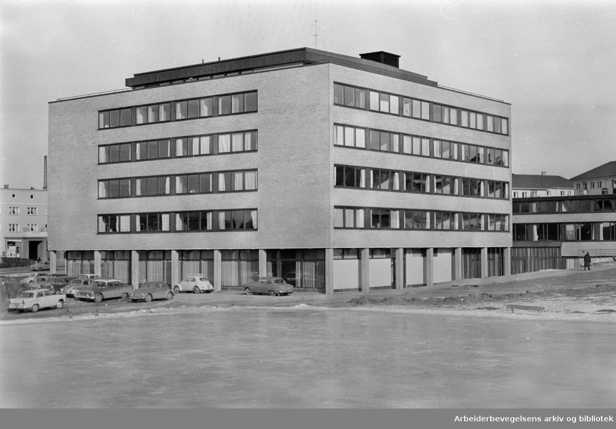 Etterstad: Maskinistskolen innviet. Mars 1965