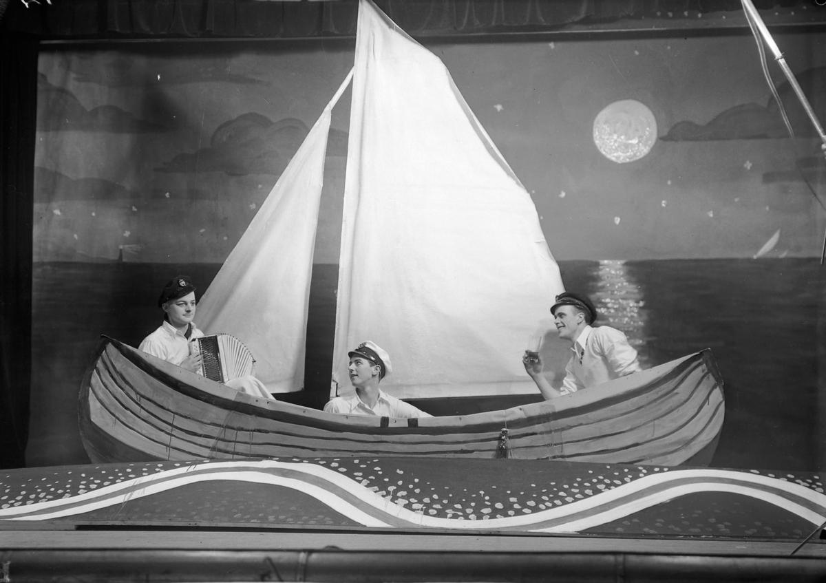"""Seilforeningens revy - """"Vinter-regatta"""" i Hjorten"""