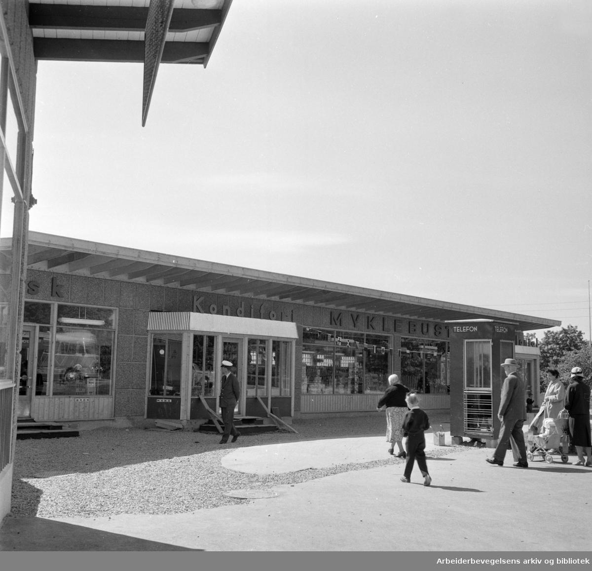 Årvoll butikksentrum åpnes. Juni 1959