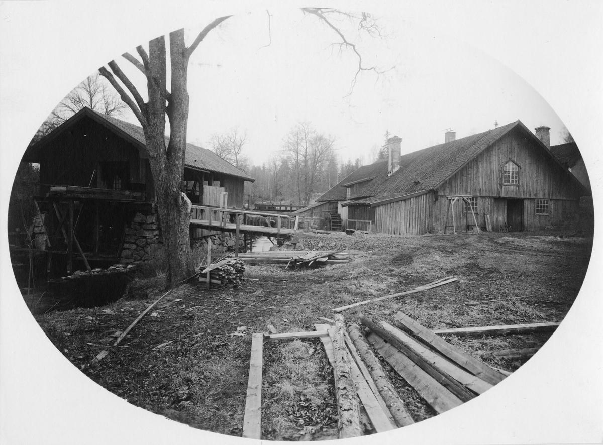 Häfla Bruk, Östergötland. Lancashiresmedjan, till höger den gamla sågen för ram- eller cirkelsåg.