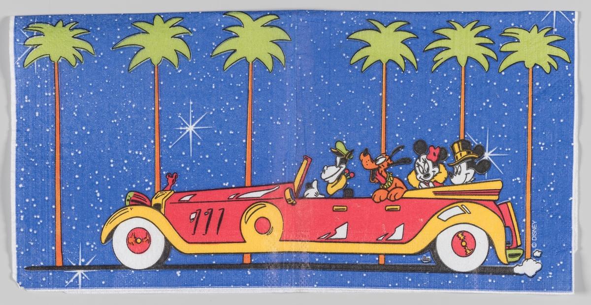 Minni og Mickey Mus og Pluto kjører i en stor åpen bil med sjåfør langs en alle av palmetrær.