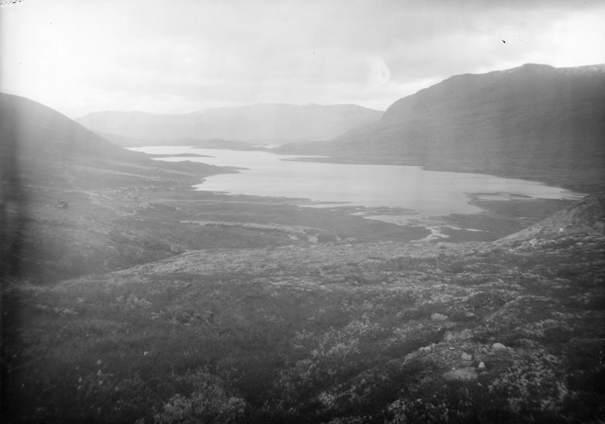 Øvre Sjodalsvatnet fra Veslefjellet mot nordøst