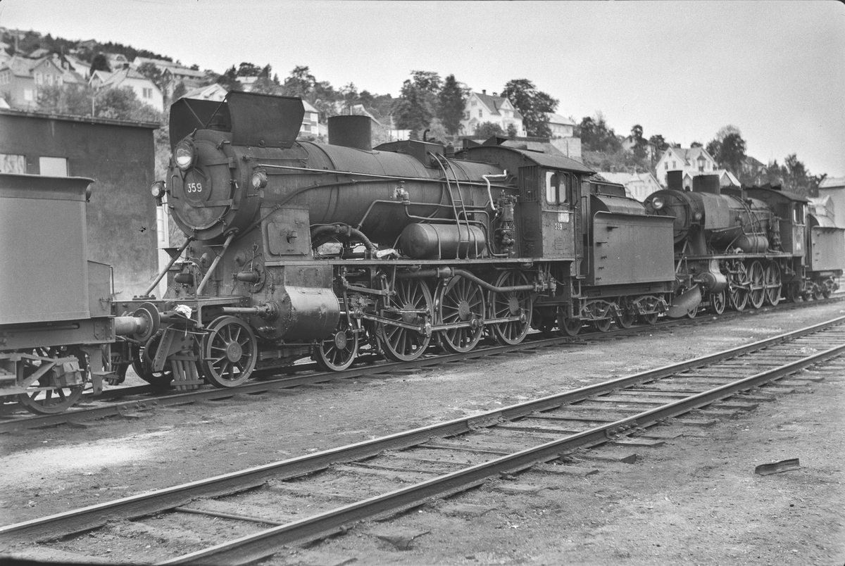 Damplokomotiv type 30b nr. 359 ved lokomotivstallen på Marienborg.