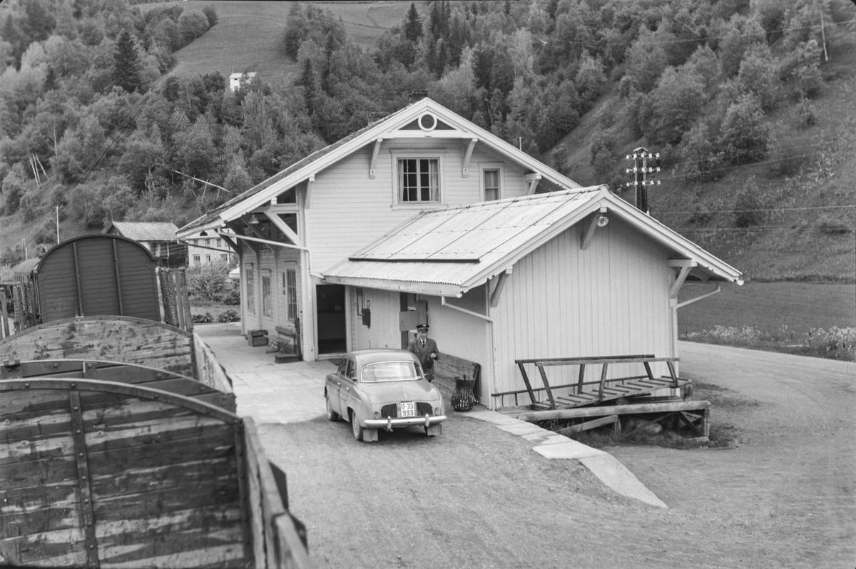 Underveisgodstoget fra Trondheim til Hamar over Røros, tog 5712, på Bjørgen stoppested