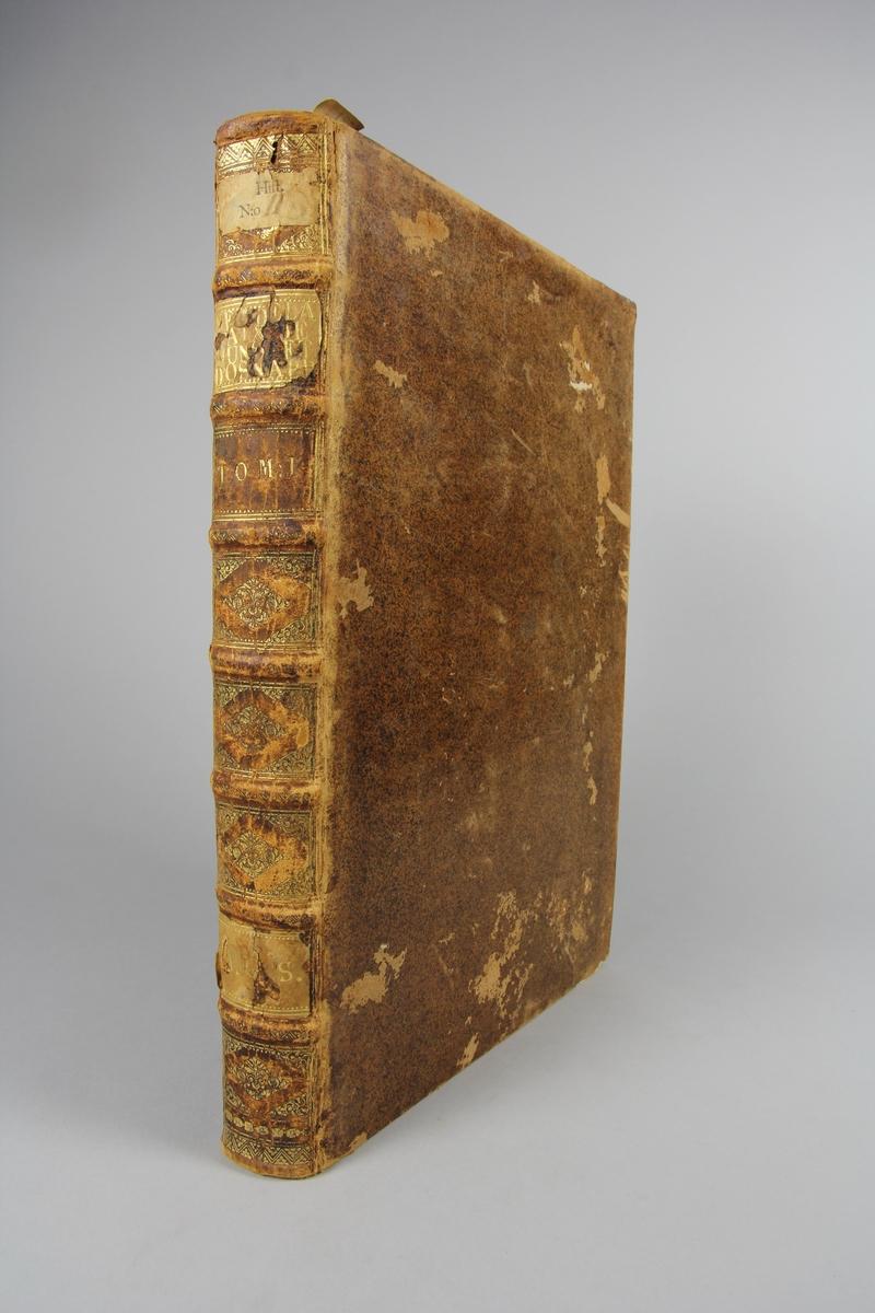 """Bok, """"Negociations secretes touchant la paix de  Munster et d´ Osnabrug"""", del 1. Skinnband med guldpräglad rygg i sju upphöjda bind, fält med titel, volymnummer och ägarinitialer. Etikett med samlingsnummer. Rödstänkt snitt."""