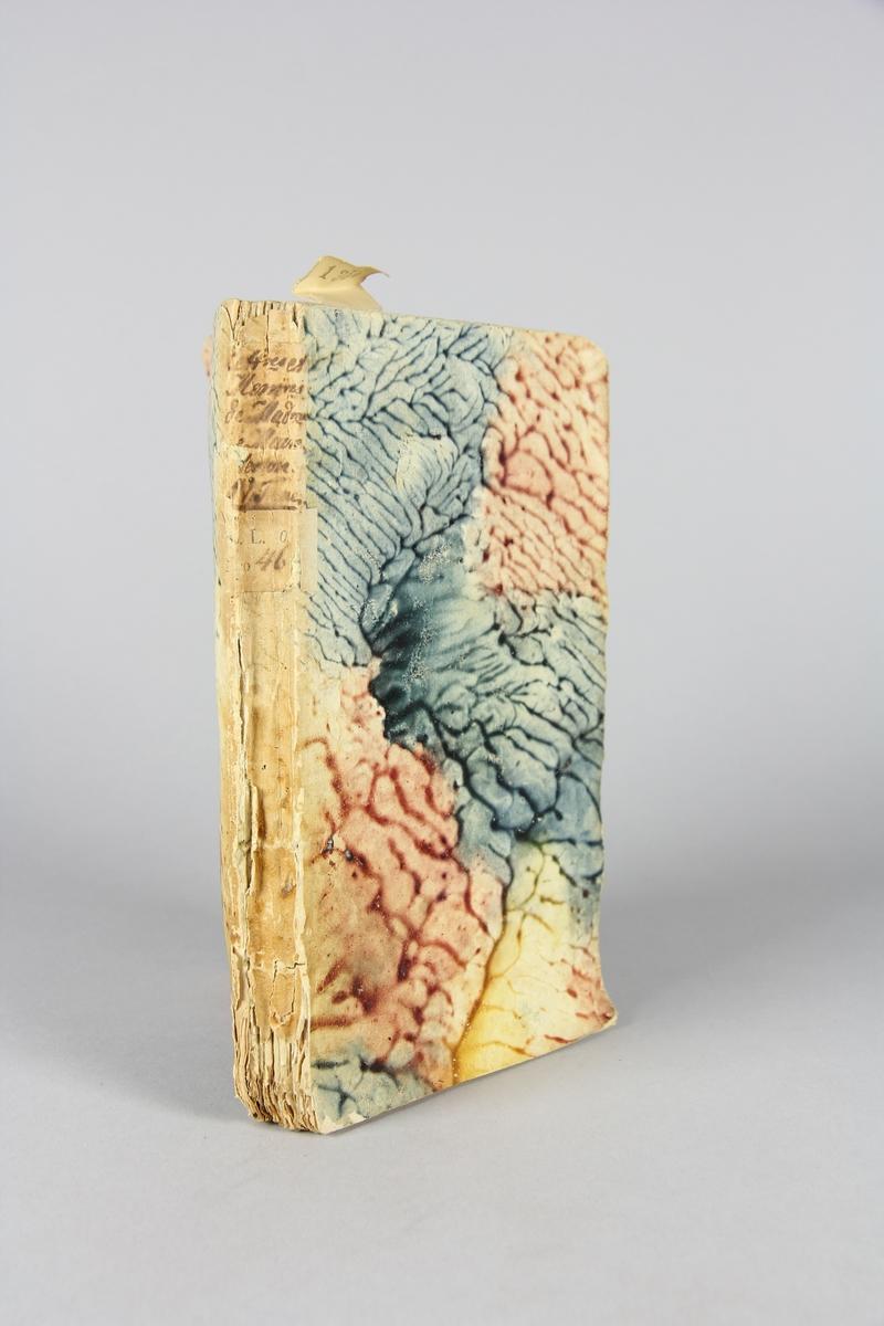 """Bok, häftad,""""Lettres et mémoires de madame de Maintenon/ Mémoires pour servir à l´histoire de madame de Maintenon"""", del 4. Pärmar av marmorerat papper, oskuret snitt. Etikett med titel och samlingsnummer på ryggen."""