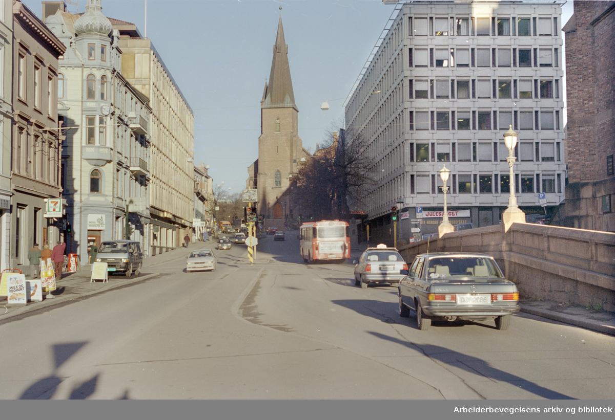 Akersgata mot St. Olavs kirke. 25. november 1994