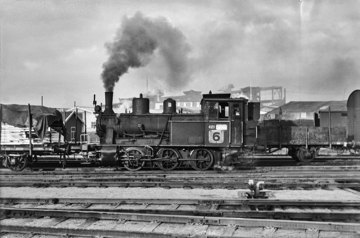 Damplokomotiv type 25d nr. 421 i skiftetjeneste på Sørenga i Oslo.