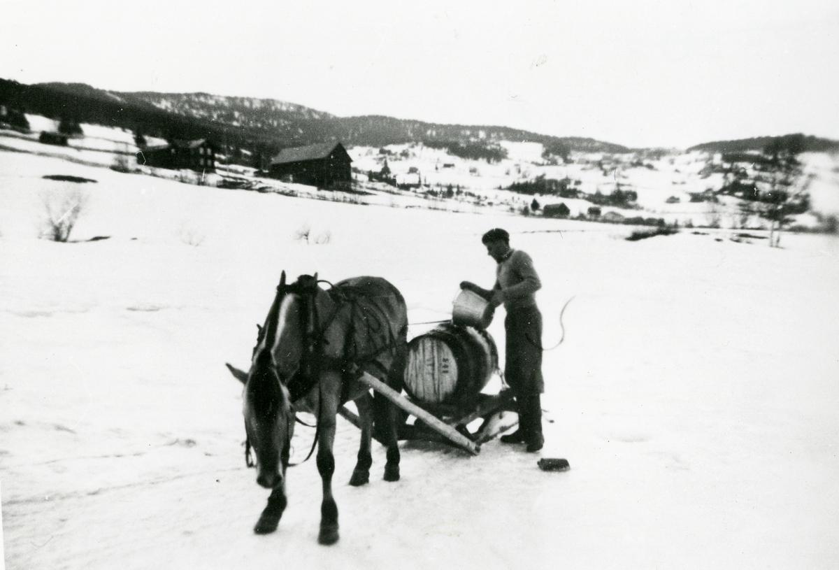 Vasskjøyring Strande i Volbu. 1954-1955.
