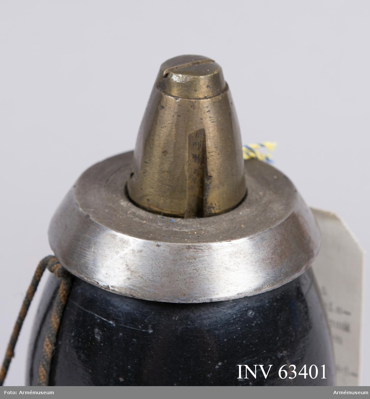 Grupp F II. Till 8 cm blind exercisgranat m/1862-82 för 8 cm framladdningskanon m/1863. Enligt Generalfälttygmästarens skrivelse den 24/6 1904, dnr 725, reversal nr 2.