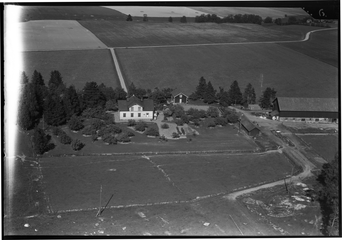Flygfoto över Valla gård, Valla. Tagen av Ahrenbergsflyg.